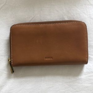 💵 Fossil leather wallet NWOT
